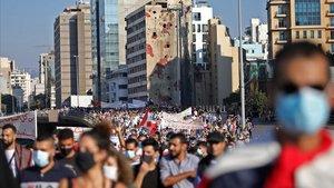 Manifestación en Beirut para conmemorar el primer anirversario del inicio de las protestas, este sábado.