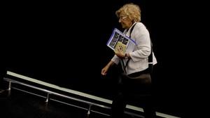 Manuela Carmena llega al Foro por la Paz, en Madrid.
