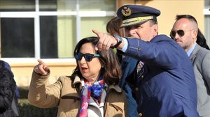 Margarita Robles junto al Jefe del Estado Mayor del Ejército del Aire,Javier Salto.