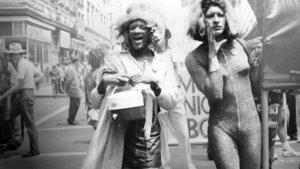 Marsha P. Johnson (izquierda), en una manifestación.