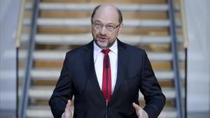 Martin Schulz habla con la prensa al inicio de la ronda de negociaciones con la CDU, este domingo, 4 de febrero.