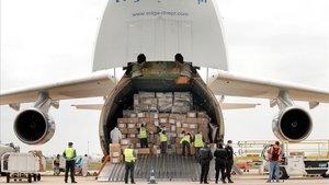 Avión con 65 toneladas de material sanitario que la Generalitat Valenciana compróa China, que incluye mascarillas, guantes, equipos de proteccion individual y gafas de proteccion ocular, el pasado lunes en el aeropuerto de Manises, Valencia.