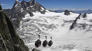 Més de 50 turistes queden atrapats en un telefèric als Alps