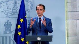 El ministro Pedro Duque, hoy, durante su comparecencia en Moncloa.