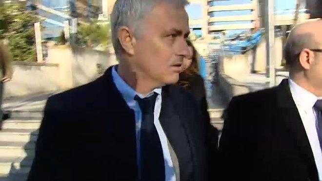 El ex entrenador del Real Madrid Jose Mourinho ha sido condenado a un año de cárcel y a una multa de 2,2 millones de euros por eludir el pago al fisco de 3,3 millones, tras confirmar el acuerdo con la Fiscalía de Madrid.