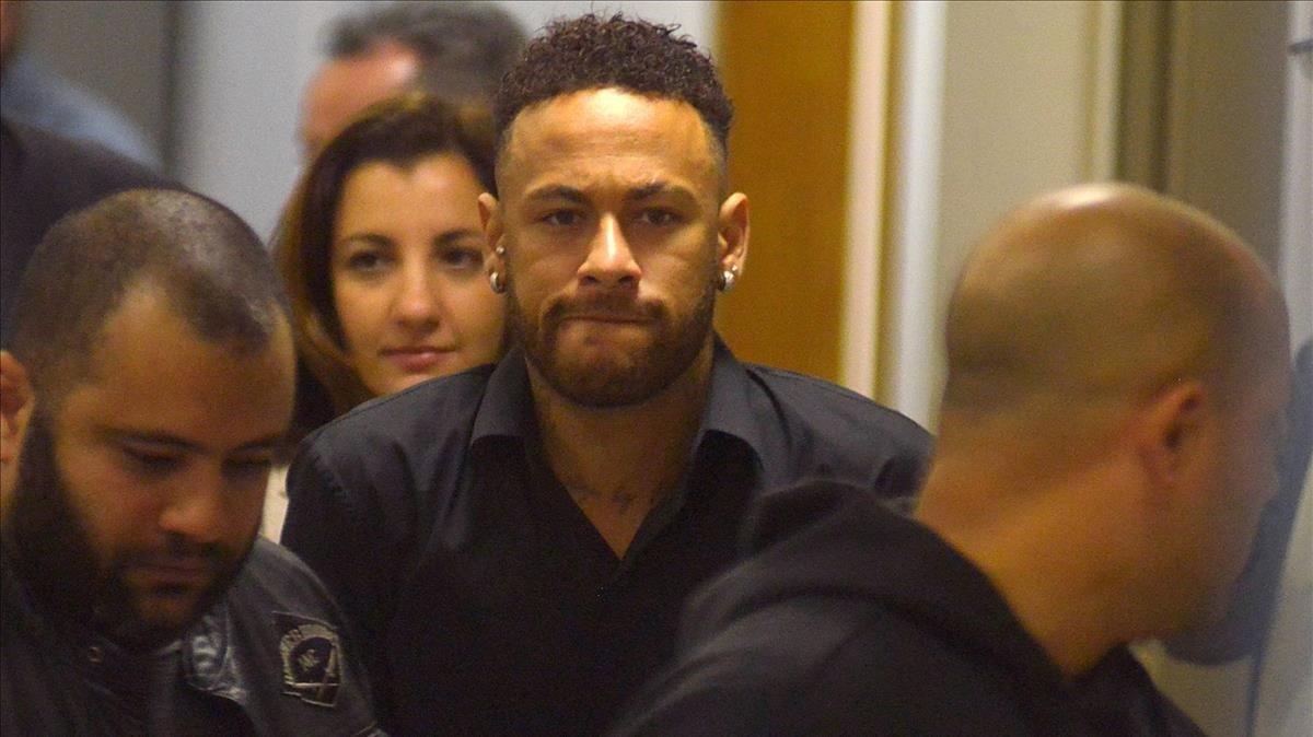 Neymar, a la salida de la comparecencia policial del pasado 6 de junio.