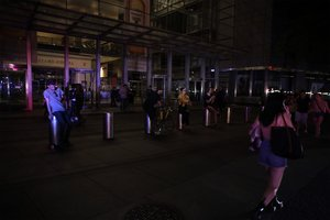 Las calles de Nueva York lucen completamente oscuras a causa del apagón. EFE