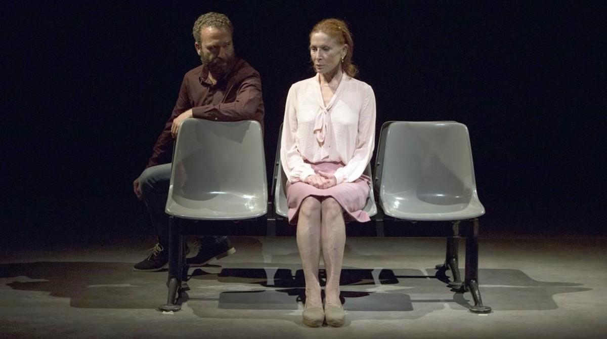 Pedro Masy Muntsa Alcañiz en una escena de 'Abans que arribi l'alemany', de Marta Barceló.