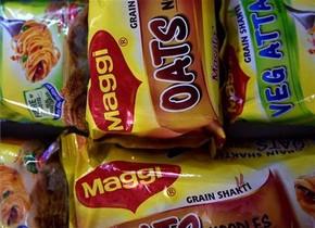 Paquetes de raciones individuales de noodles Maggi que se vendían en la India antes de ser prohibidos.