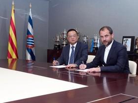 Chen Yansheng y Òscar Perarnau, en las oficinas del RCDE Stadium.