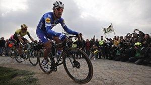 Philippe Gilbert, en un tramo de pavé camino de Roubaix.