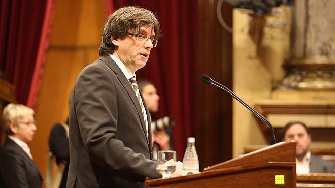 En el discurso del pleno de su investidura, Carles Puigdemont aseguró que la hoja de ruta sigue inalterable y que el programa que él presenta es el mismo que en su día presentó el presidente Mas.