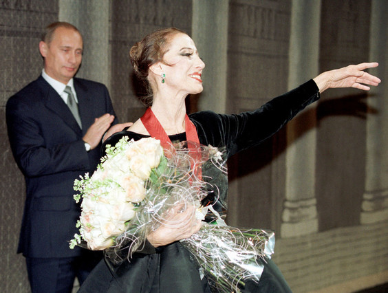 Putin aplaudeix Maia Plissetskaia, lany 2000.