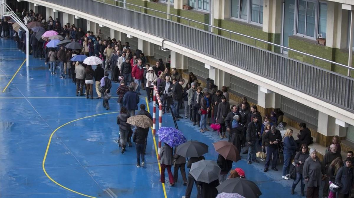 Colas para votar en La Salle de Gràcia el 9 de noviembre del 2014.