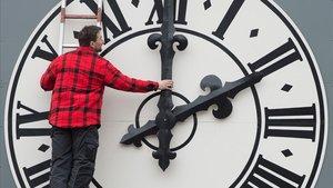L'Eurocambra aprova abolir el canvi d'hora el 2021