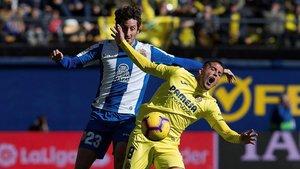 Granero y Fornals pugnan por un balón este domingo en Vila-real.