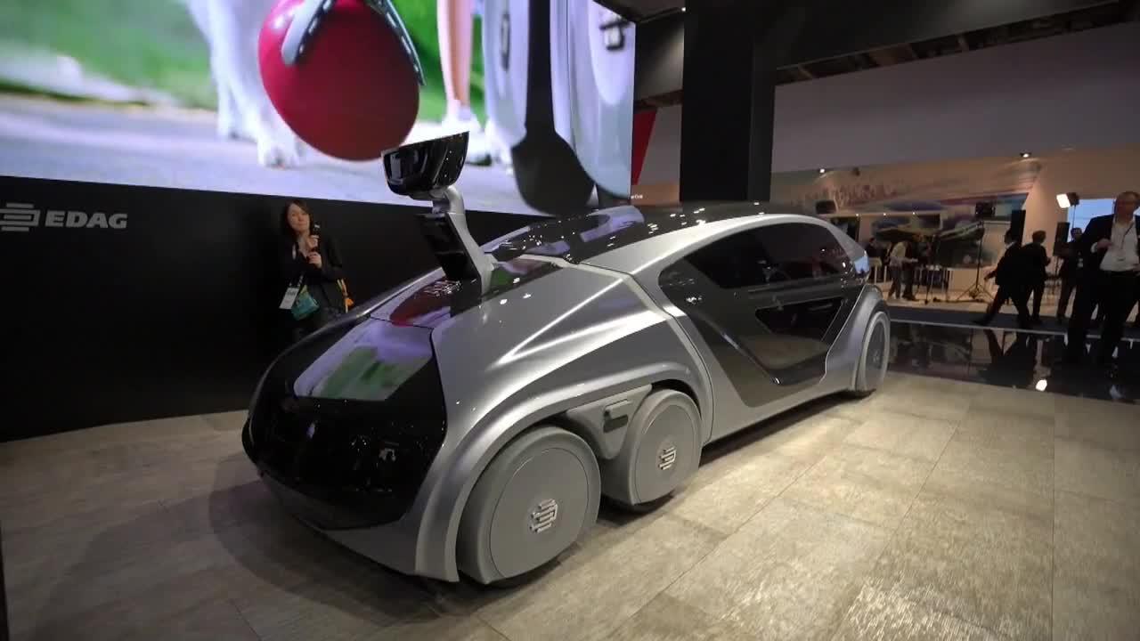 Coche futurista en el Salón del automóvil de Fráncfort.