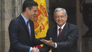El presidente español, Pedro Sánchez, y el de México, Andrés Manuel López Obrador.