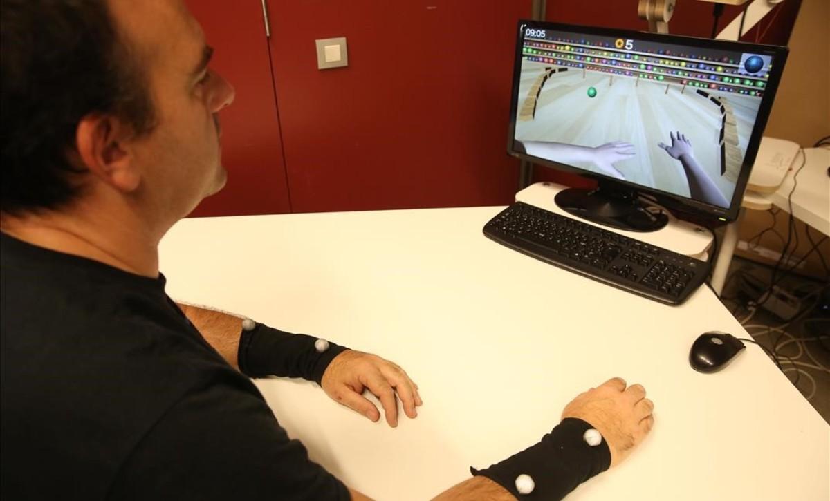 Sistema de rehabilitación de pacientes con ictus usando sensores en el antebrazo.