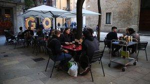 Terraza de la plaza Bonsuccès a la que se reclama que suprima dos mesas.