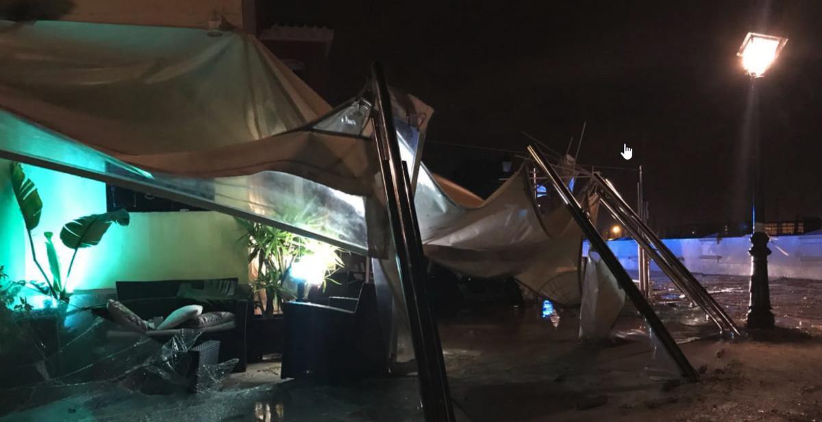 Un tornado causa destrozos en el Puerto Sherry de Cádiz.