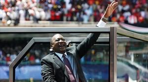 Uhuru Kenyatta jura su cargo como presidente para los próximos cinco años en el estadio Kasarni en Nairobi.