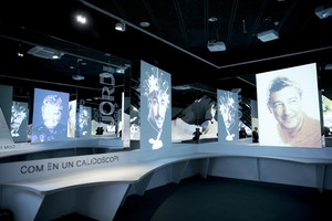 Retratos de los hermanos Roca enDe la Tierra a la Luna, exposición que repasa en el Palau Robert los 30 años de El Celler de Can Roca.