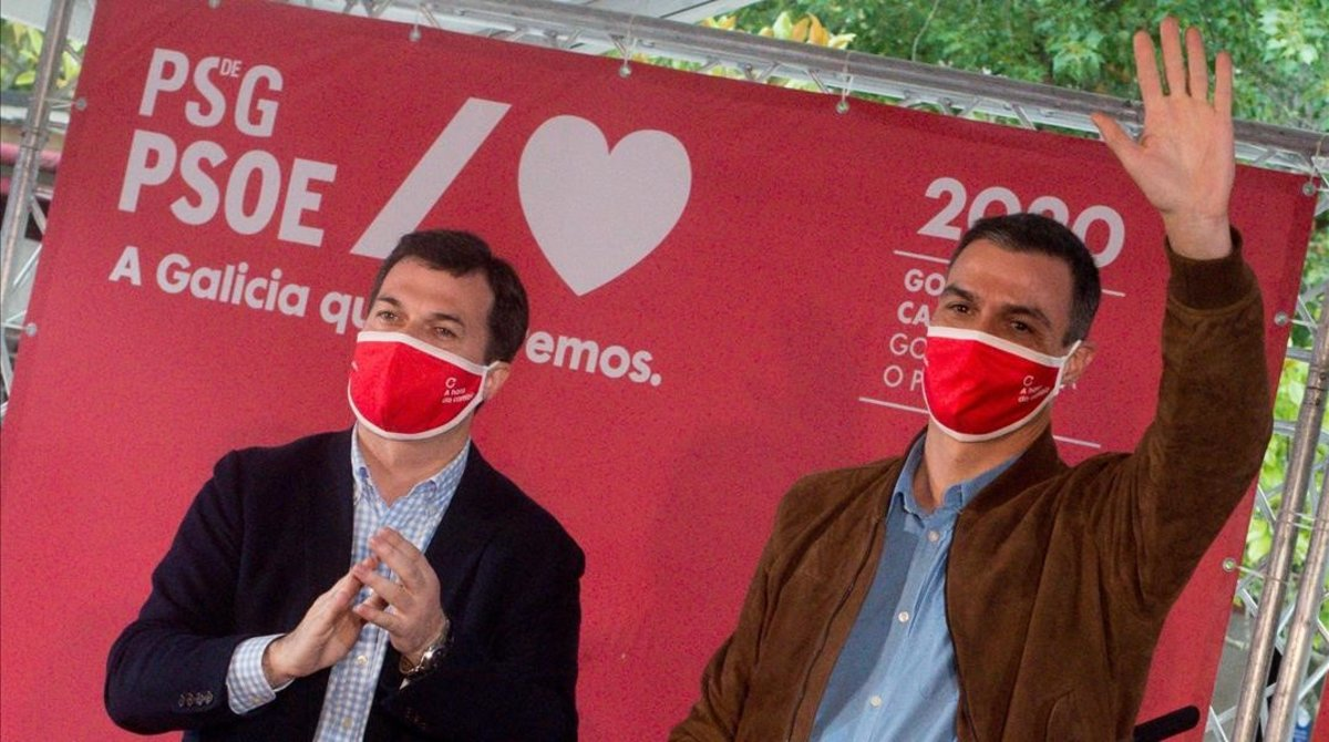 El presidente del Gobierno, Pedro Sánchez, y el candidato del PSOE a la Xunta de Galicia, Gonzalo Caballero