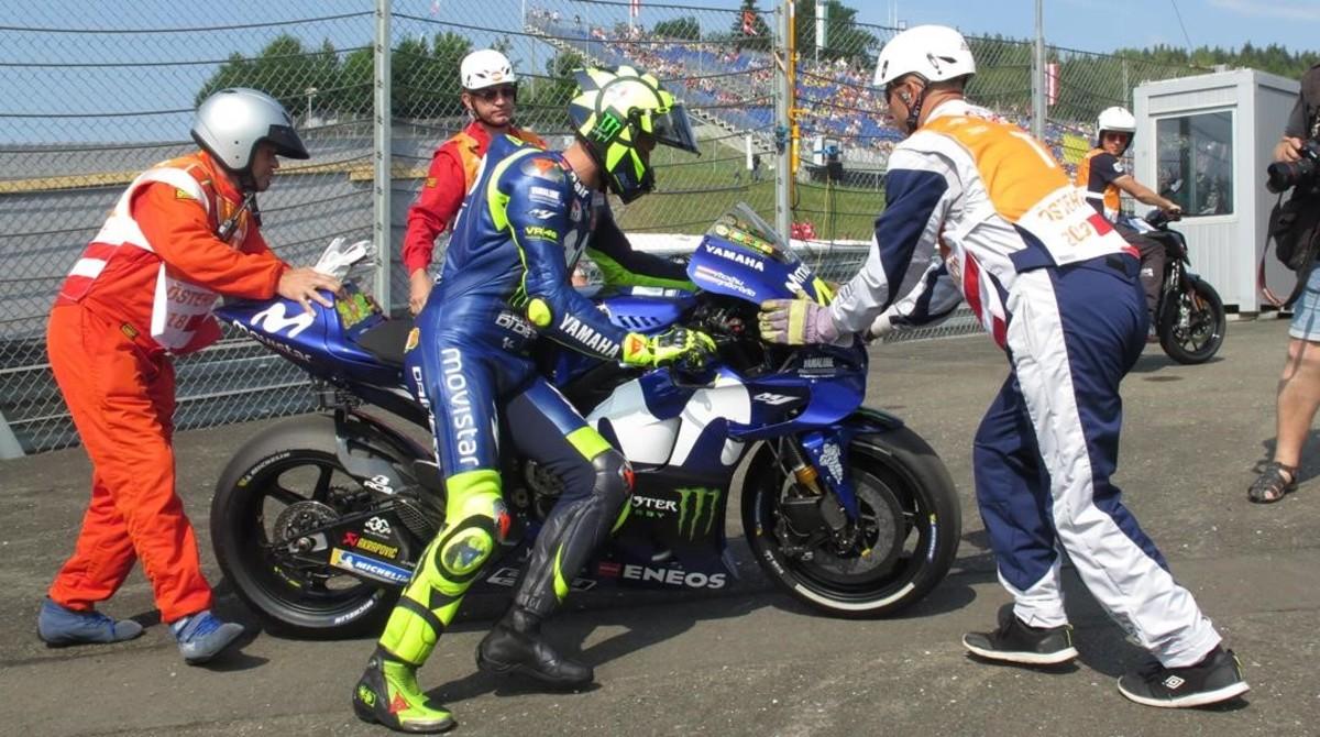 Valentino Rossi (Yamaha) ha llegado a perder hoy la cadena de su M1.