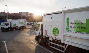 Vehículo de Smatsa, la empresa concesionaria del servicio de recogida de basura en Sabadell.