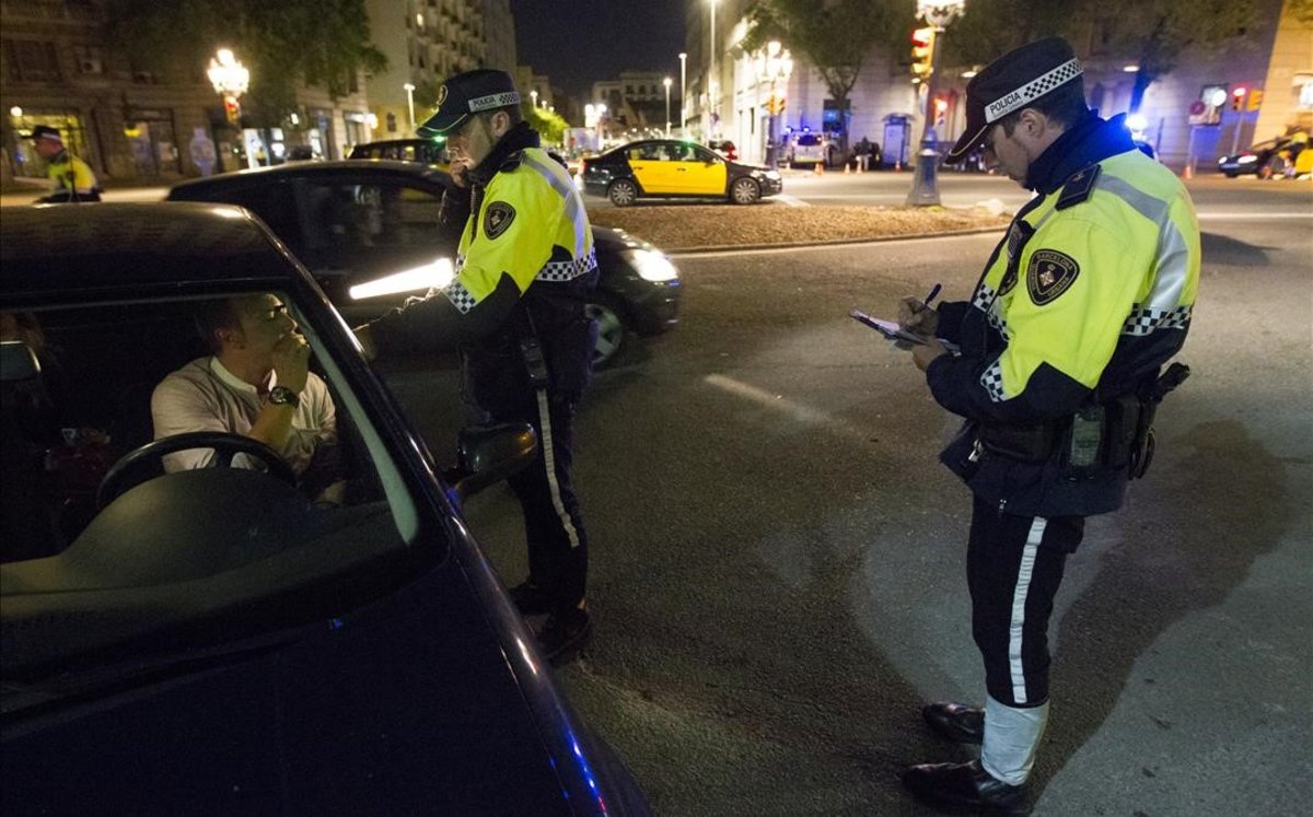 Control de alcoholemia en una calle de Barcelona.