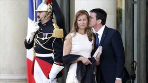 Manuel Valls y Anne Gravoin, en un acto oficial en el 2015.