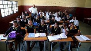 Alumnos de una escuela de Soweto, en Sudáfrica, en una foto tomada en el 2015 con motivo del Día Internacional del Maestro.