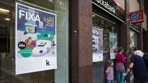 Publicidad de hipotecas de entidades bancarias, en Barcelona.