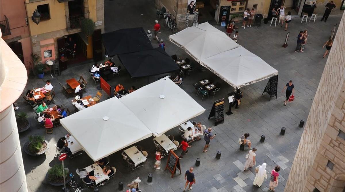 Terrazas en la plaza de Santa Maria, donde la distribución previa prevista por el ayuntamiento eliminará terrazas.