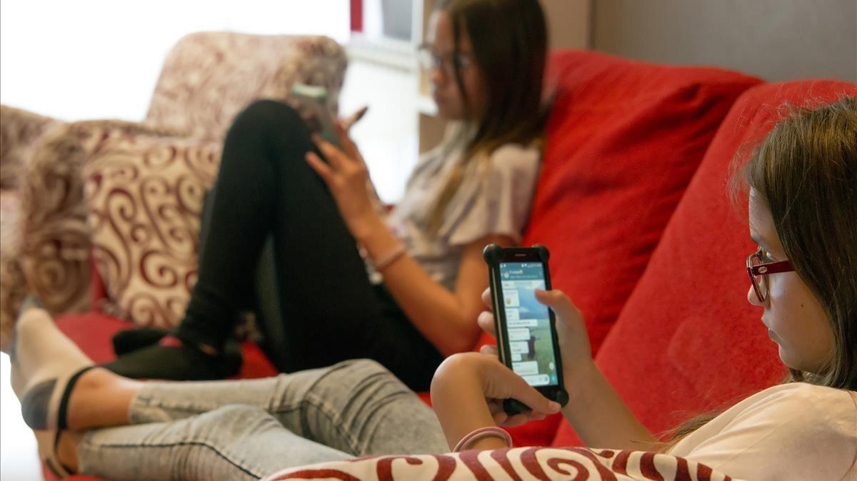 «Els companys que no tenen mòbil se senten apartats perquè no saben de què va la cosa»