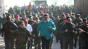 Nicolás Maduro, este domingo, en un ejercio con militares.