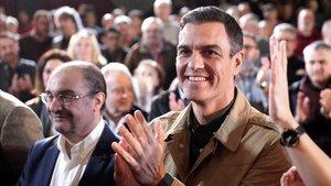 Pedro Sánchez en el acto del PSOE en Zaragoza, junto a Javier Lambán.