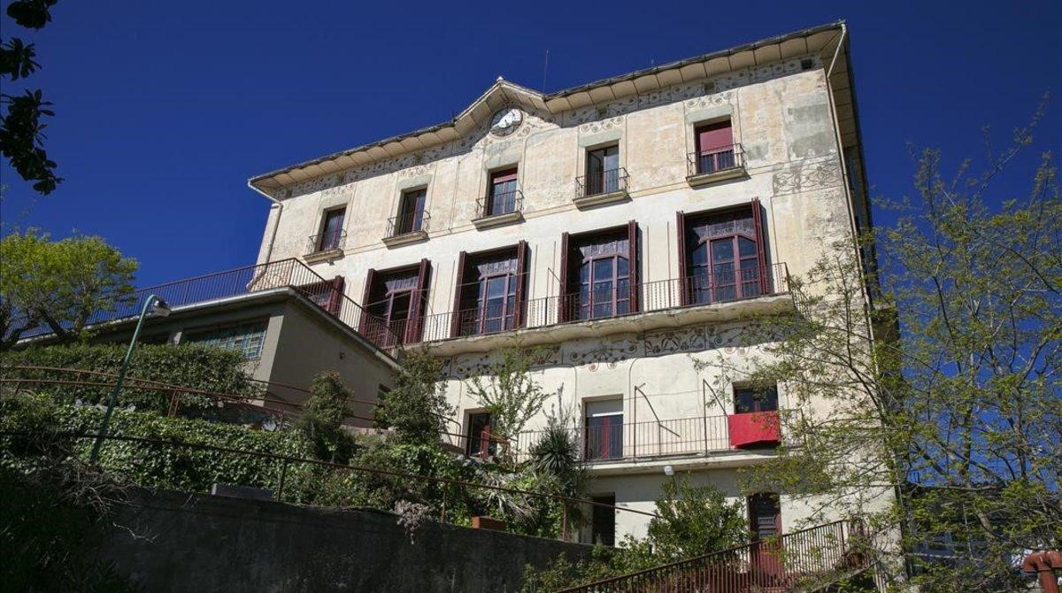 Fachada de la mansión modernista okupada en Vallvidriera.
