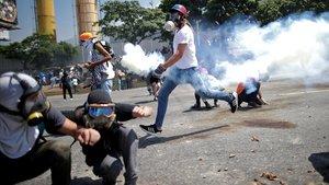 Los enfrentamientos prosiguen en Caracas.