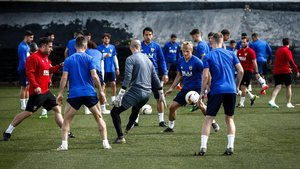 El entrenamiento del Valencia en Londres, en víspera del duelo con el Arsenal.