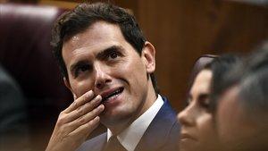 Rivera reclama a Casado que afronti la corrupció del PP