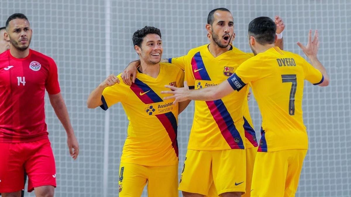 Los jugadores del Barça celebran la goleada sobre el Ayat.
