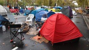Acampada en la plaza de la Universitat.