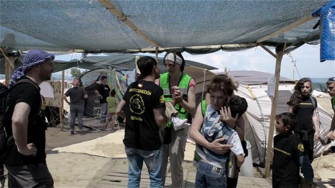 Trasllat de la família dOsman de Grècia a València per lONG Bombers en Acció.