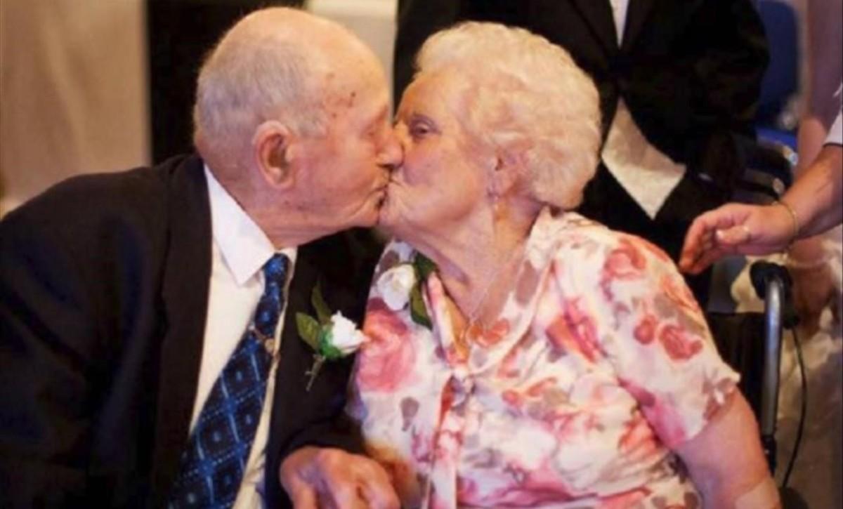 Una pareja fallece el mismo día después de 77 años de matrimonio