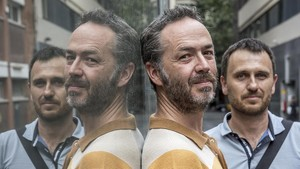 Carles Belda, en primer plano, y Carles Sanjosé, fotografiados este miércoles en Barcelona.