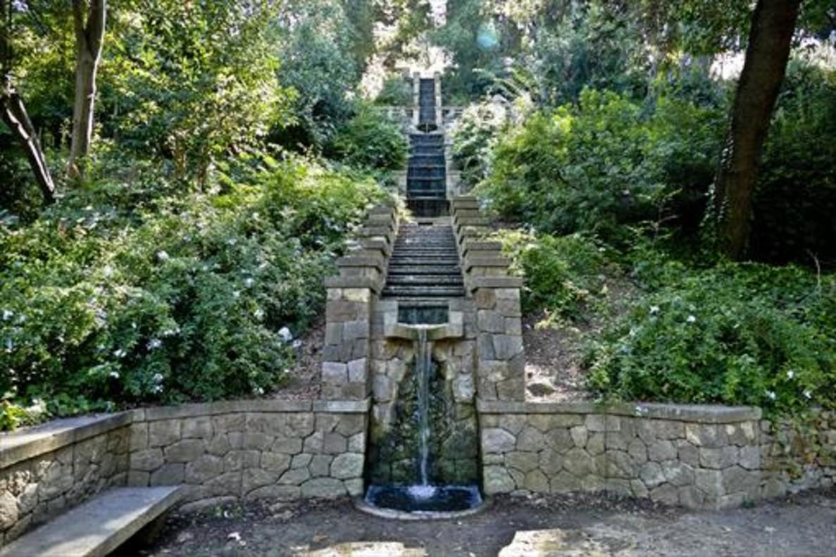 La historia de los jardines de la font del gat for Escaleras para caminar fuera del jardin