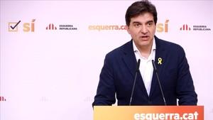 El portavoz de ERC, Sergi Sabrià, atendiendo a los medios esta mañana.