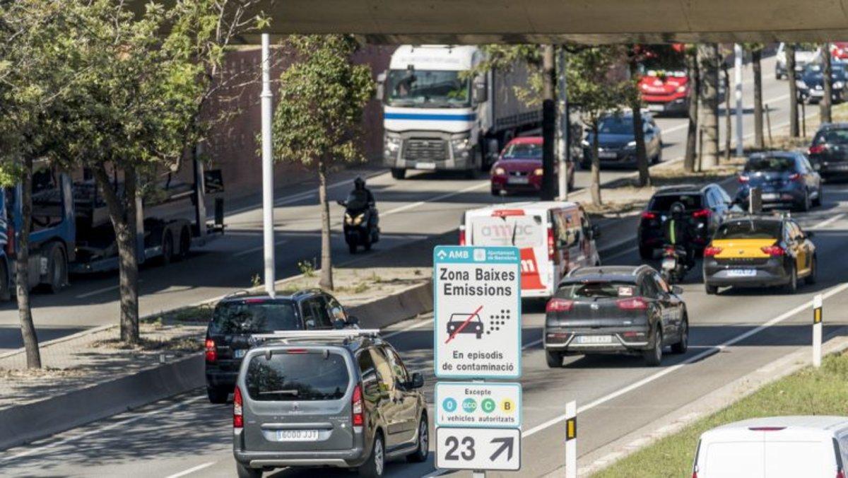 La principal causa de contaminació a Barcelona és el trànsit de vehicles privats